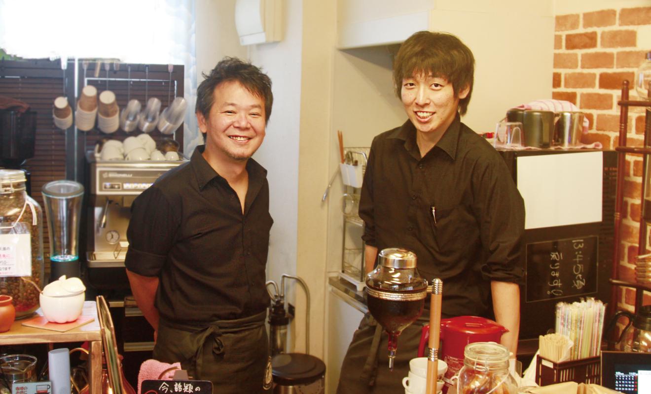 もるげん珈琲 左が鵜野さん、右が菅泉さん