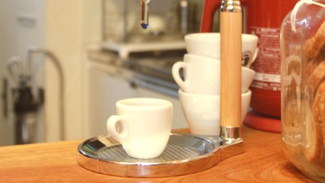 蒸気で消毒されたコーヒーカップ